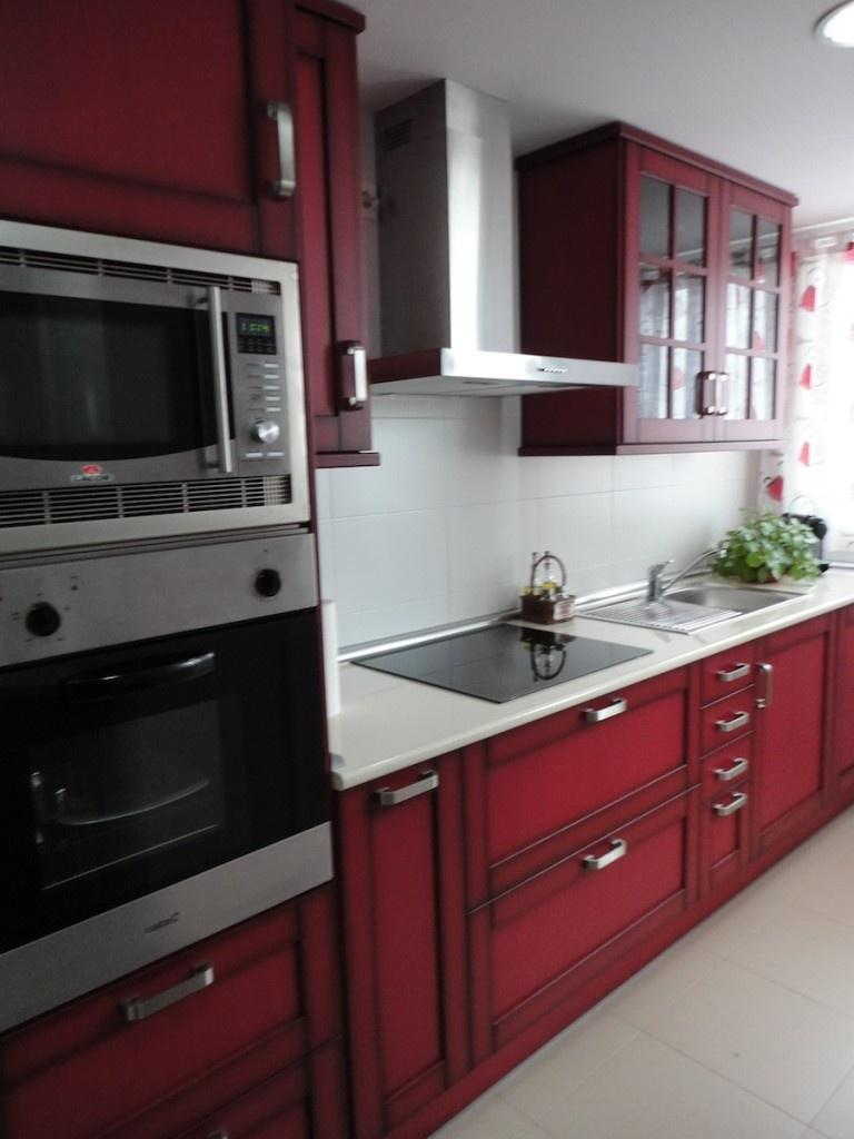 Cocina madera r stica roja cocinas alcala de henares - Muebles en alcala de henares ...