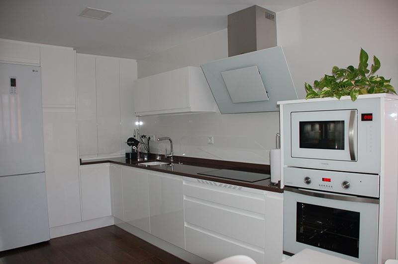 Cocinas clientes archivos cocinas alcala de henares - Cocinas con electrodomesticos blancos ...